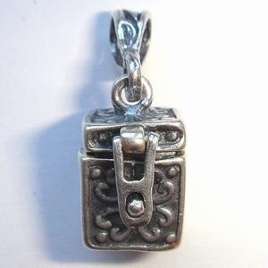 Zilveren doosje vierkant met los oogje