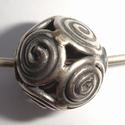 Zilveren kraal rond met spiralen